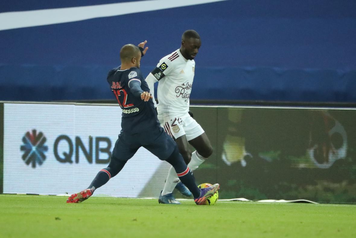 Youssouf Sabaly, solide face au PSG