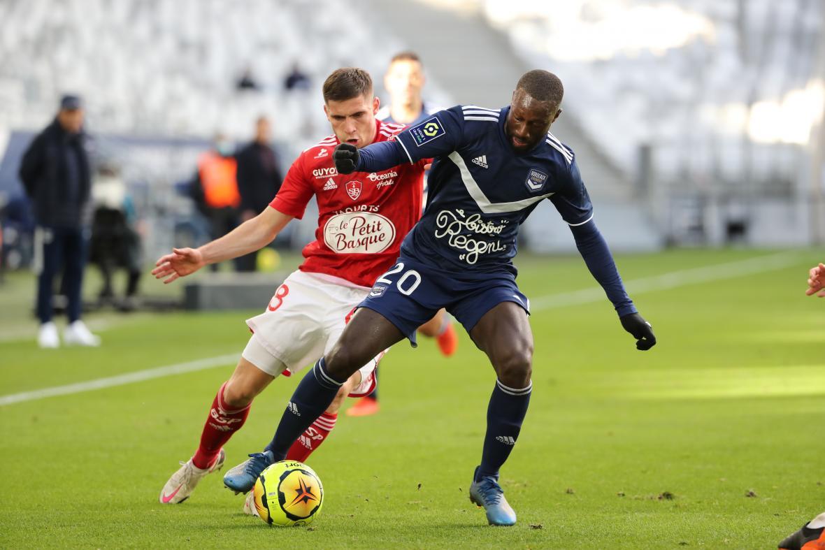 Youssouf Sabaly face à Romain Perraud