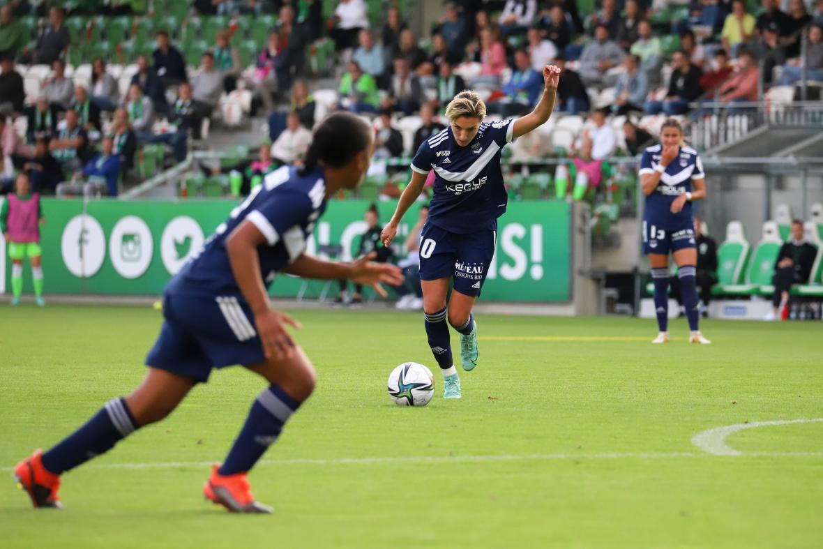 Claire Lavogez face à Wolfsburg en UEFA Women's Champions League