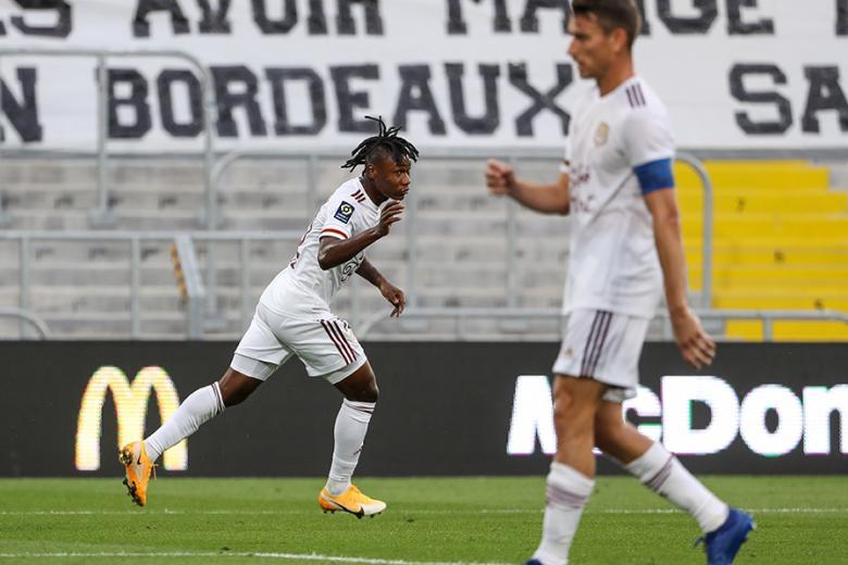 Samuel Kalu marque en fin de match