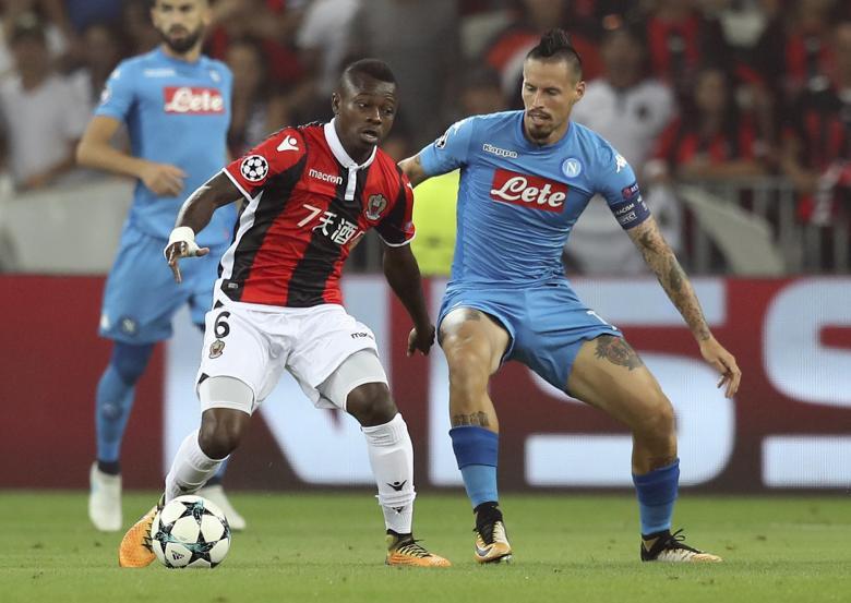 Jean-Michaël Seri face à Naples sous le maillot de Nice