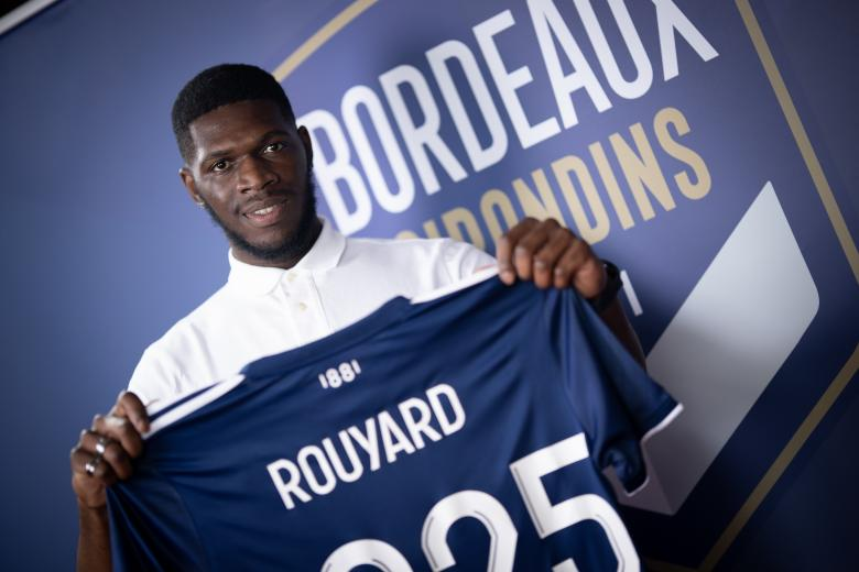 Davy Rouyard signe son premier contrat professionnel (Juin 2021)